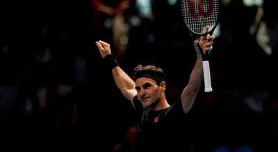 """Federer bate Djokovic e junta-se a Thiem e Tsitsipas nas """"meias"""" das ATP Finals"""
