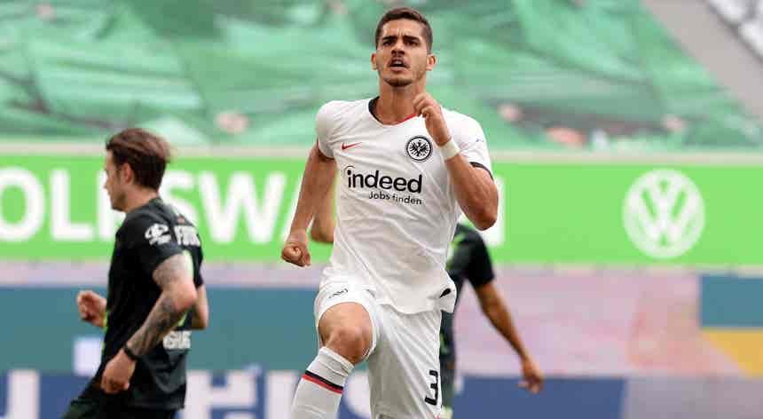 André Silva marca na vitória do Eintracht em Wolfsburgo