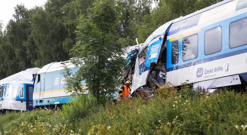 República Checa. Choque entre dois comboios faz dezenas de feridos e pelo menos dois mortos