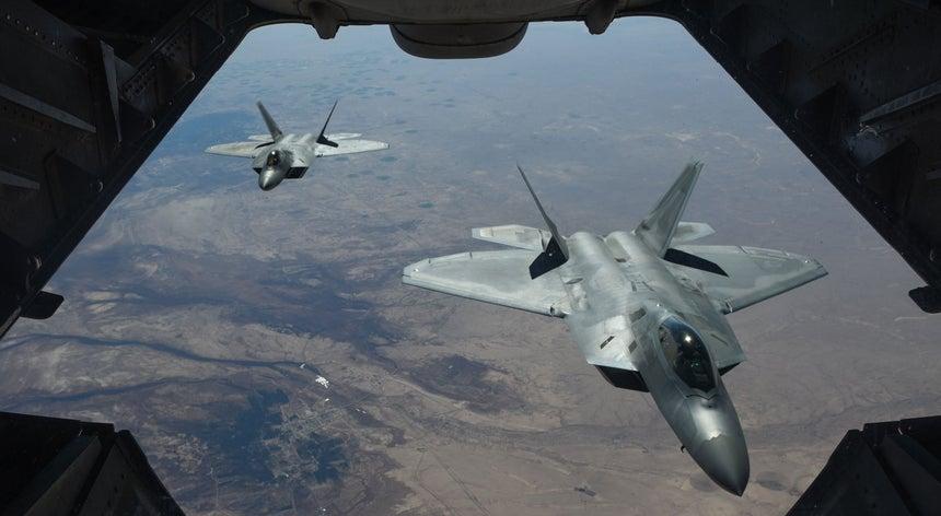 Aliança liderada pelos Estados Unidos ataca forças pró-regime na Síria