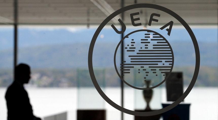 UEFA adia jogos das competições continentais