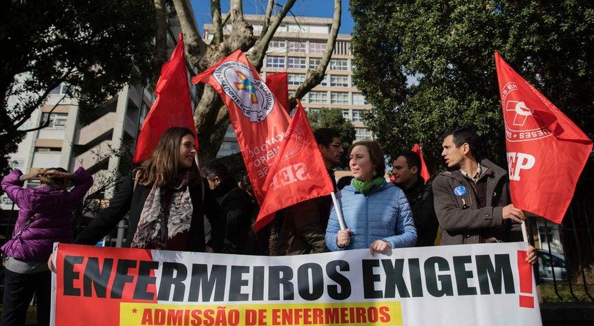 Resultado de imagem para Enfermeiros iniciam esta quinta-feira greve em blocos operatórios até ao final de fevereiro