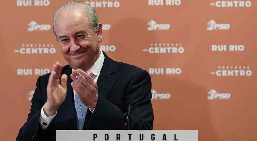 """Rui vence PSD e diz que espera poder trabalhar com """"estabilidade e lealdade"""""""