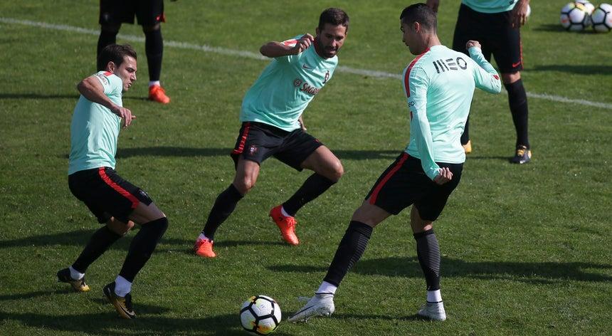 Todos por Portugal! - Futebol Internacional - Desporto - RTP Notícias 8106fb0bef507
