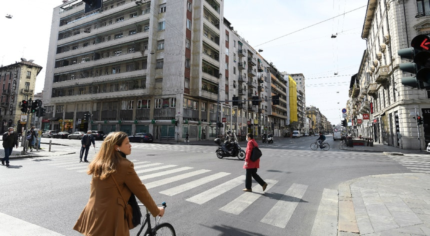 Em Milão o trânsito reduziu entre 30 a 75 por cento durante o período de quarentena.