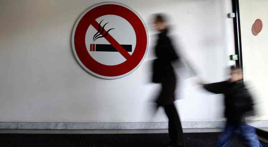 Diretora do Programa Nacional defende proibição de fumar nos carros com crianças