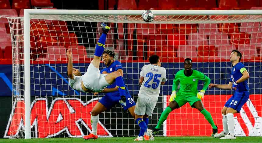 FC Porto vence com golo tardio de Taremi, mas está fora da Champions