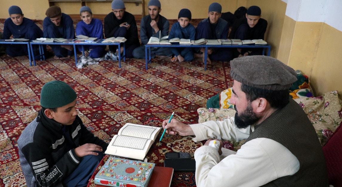 Afeganistão. Madrassa em Cabul. Aprendizagem em durante os dias sagrados do Ramadão| Omar Sobhani - Reuters