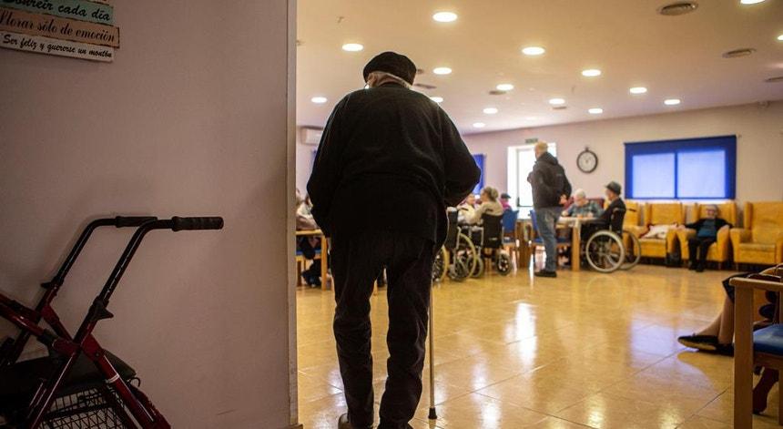 A pandemia fez baixar a esperança média de vida