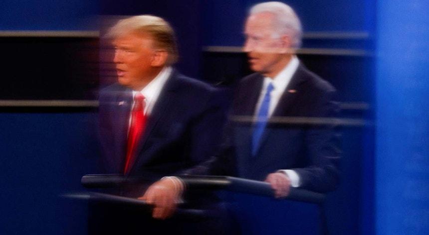 Trump e Biden durante o último debate antes das eleições
