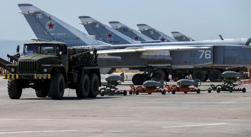 Aviões russos estacionados na base síria de Hmeymim