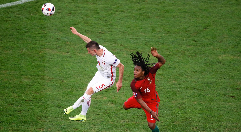 """Frente à Polónia, Renato Sanches bate um recorde de...Cristiano Ronaldo. Torna-se o jogador mais novo a marcar nos jogos """"a eliminar"""" dos europeus."""
