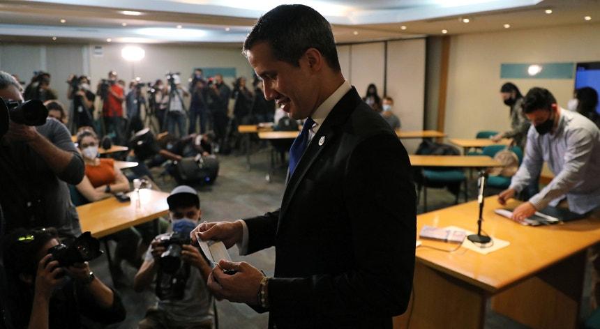 Antony Blinken e Juan Guaidó estiveram à conversa por videoconferência