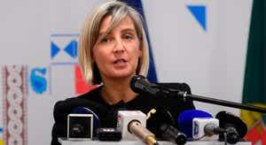Ministra reconhece que redução do défice no SNS ficou aquém e frisa despesa com pessoal