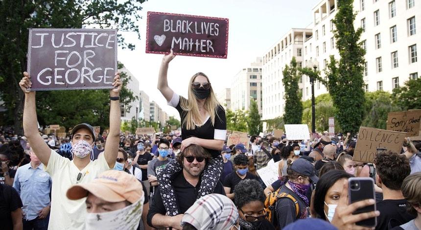 Protestos em Washington, EUA, a 02 de junho de 2020, na sequência da morte do afro-americano George Floyd dia 25 de maio sob custódia policial, em Minnesota