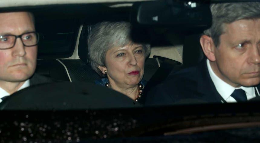 Theresa May deve reunir hoje de novo com o líder da oposição para negociar uma saída para o impasse do Brexit
