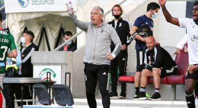 Jorge Costa lamenta que qualidade de jogo do Farense seja traída pela falta de eficácia