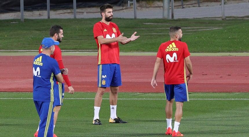 bc5353d84bdf9 Catalunha  Piqué recebido com hostilidade e vaiado no estágio da seleção  espanhola