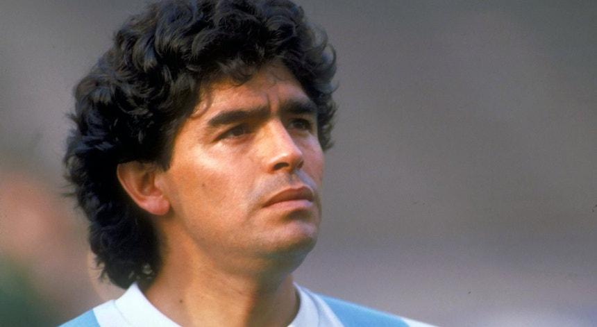 Maradona, por muitos considerado o melhor da história do futebol, morreu aos 60 anos