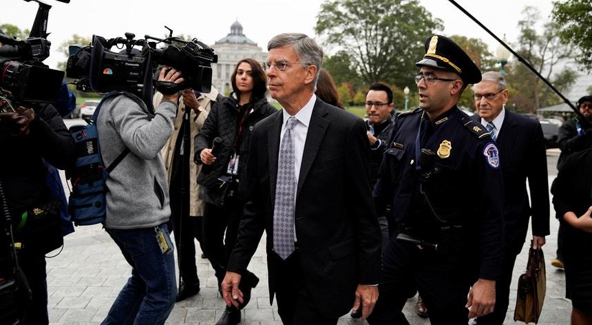 Bill Taylor testemunhou na terça-feira perante os três comités da Câmara dos Representantes responsáveis pelo inquérito prévio ao processo de destituição do Presidente