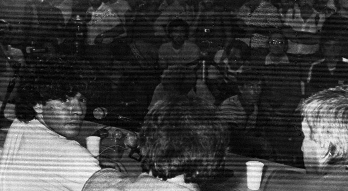 1984. Itália, Nápoles. Conferência de imprensa   Ansa - EPA