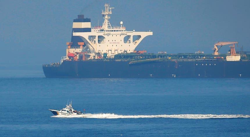 O petroleiro de bandeira iraniana Grace 1, fundeado ao largo de Gibraltar após ter sido apreendido pelas autoridades britânicas a 4 de julho de 2019