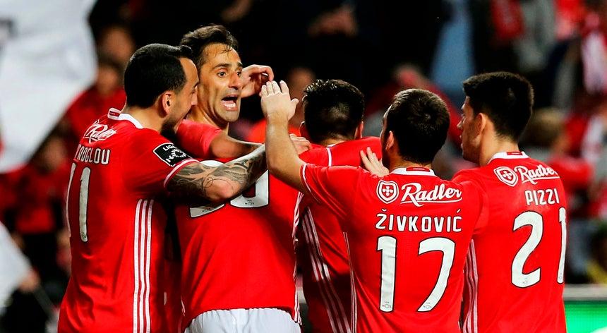 Resultado de imagem para Benfica vence Marítimo e segura liderança do campeonato