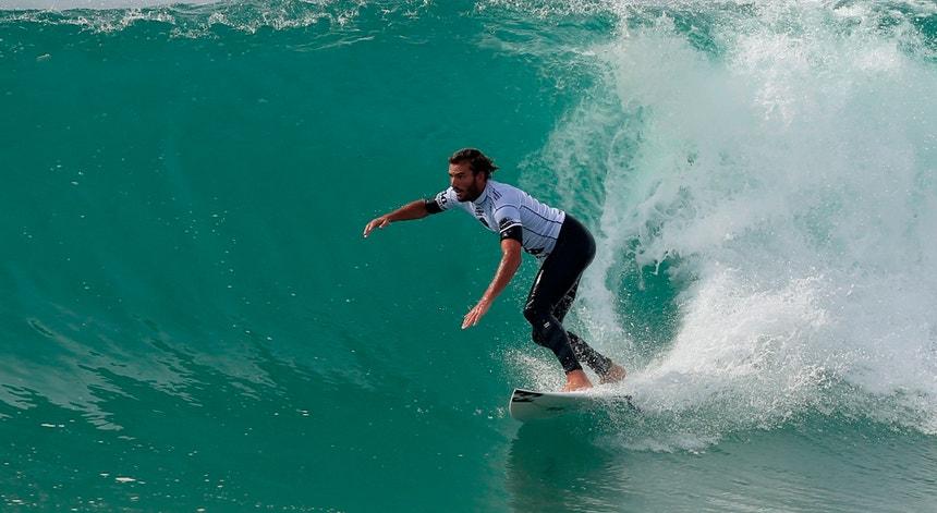 Surfista Frederico Morais na terceira ronda da etapa francesa do Challenger Series