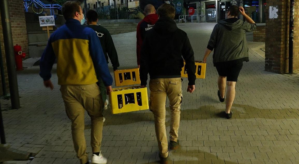 Bélgica, Louvain-La-Neuve, Estudantes garantem abastecimento de cerveja | Francois Lenoir - Reuters