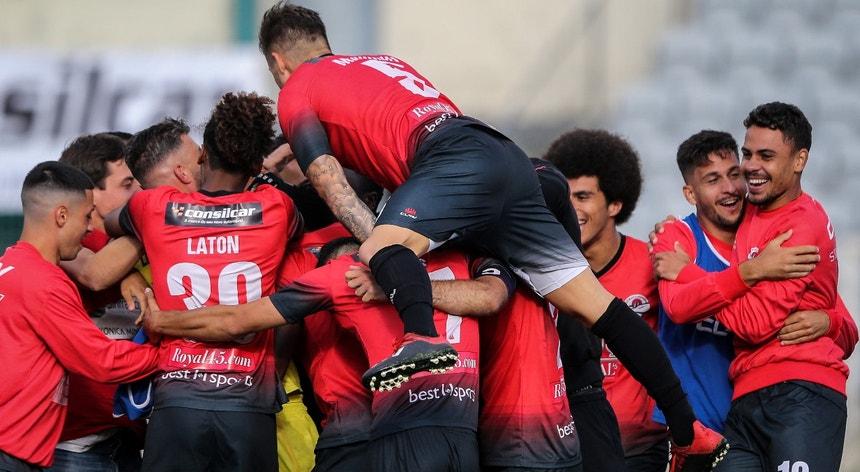 Os jogadores do Sintra Football festejam a passagem na Taça de Portugal