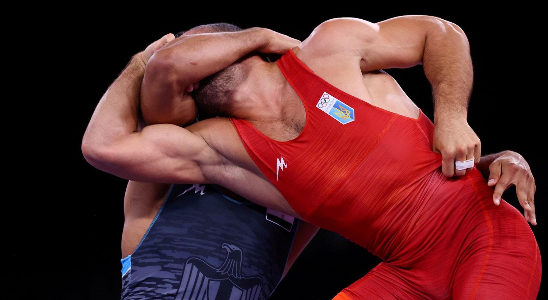 Prova de Wrestling. Parviz Nasibov, Ucrânia, contra Mohamed Ibrahim Elsayed, Egito.   Foto: Leah Millis - Reuters