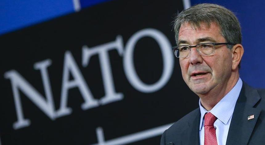 O secretário de Estado da Defesa dos EUA anunciou que a NATO está pronta a operar no Egeu para controlar o fluxo de imigrantes e as redes de contrabando