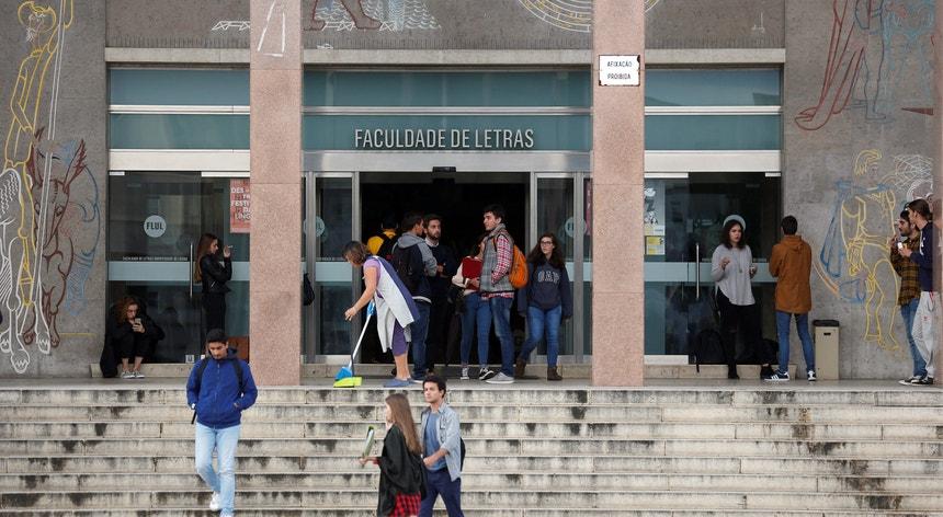 Nas contas do Governo, mais de 40 por cento dos estudantes do Ensino Superior público estão nesta altura nas duas maiores cidades do país