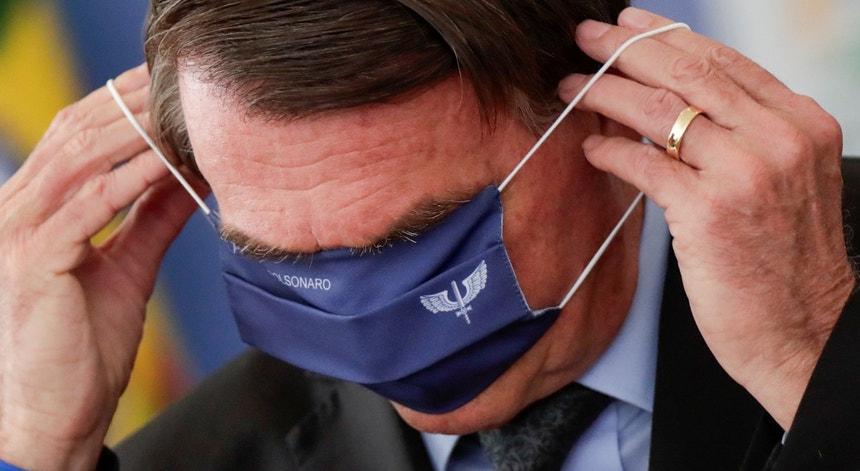 O presidente Jair Bolsonaro fez a sua comunicação semanal ao lado do deputado Vítor Hugo