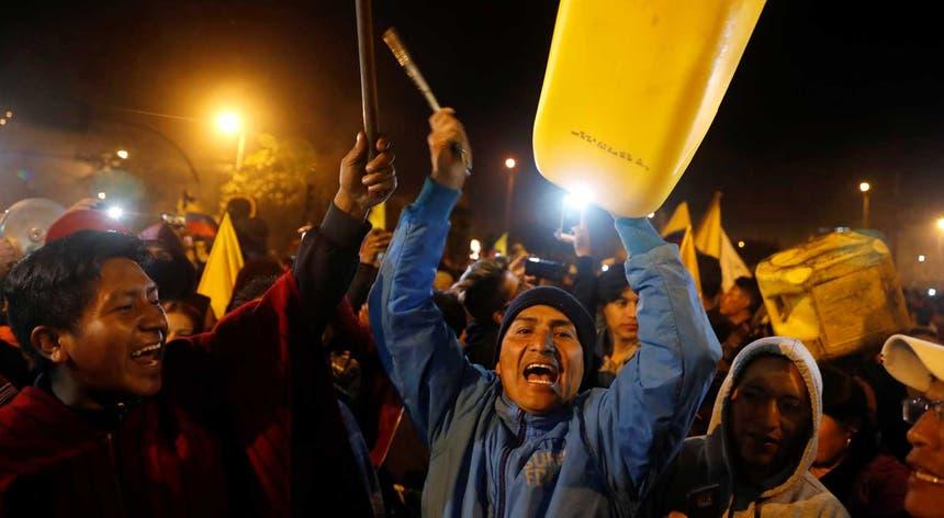 A Confederação de Nacionalidades Indígenas do Equador (CONAIE) exigiu a revogação do decreto 883