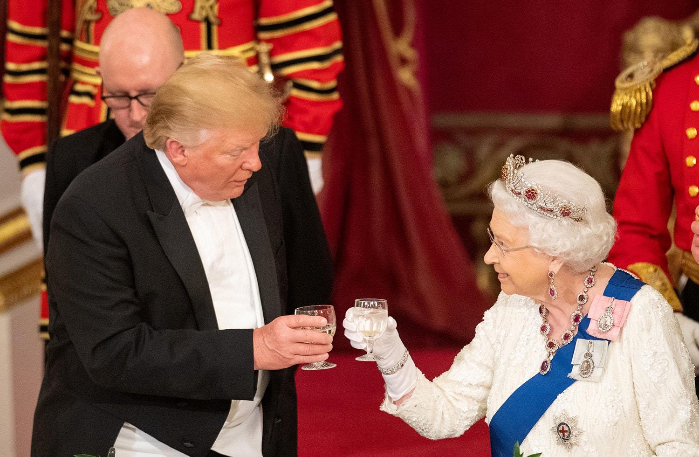 """Isabel II revela que os dois países celebravam, neste jantar, uma Aliança que garantiu a """"segurança e prosperidade"""" dos povos durante décadas /Dominic Lipinski - Reuters"""