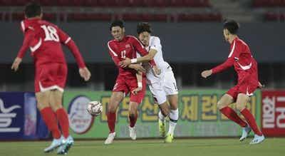 Jogo entre Coreias foi duro e estranho