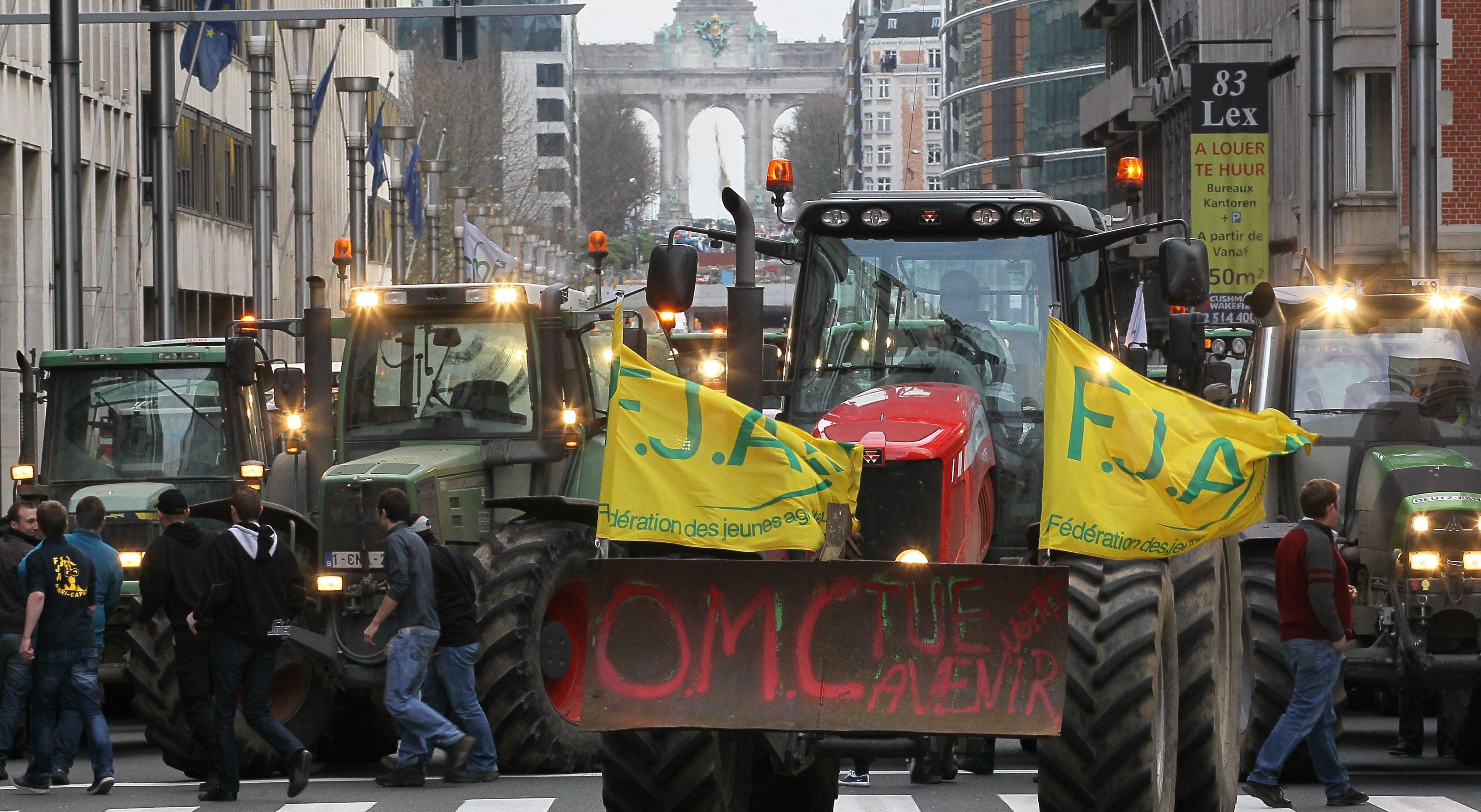 Mil tratores nas ruas de bruxelas em defesa de um preço justo do