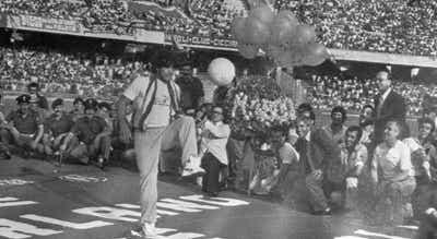 Maradona pode vir a dar o nome ao estádio do Nápoles