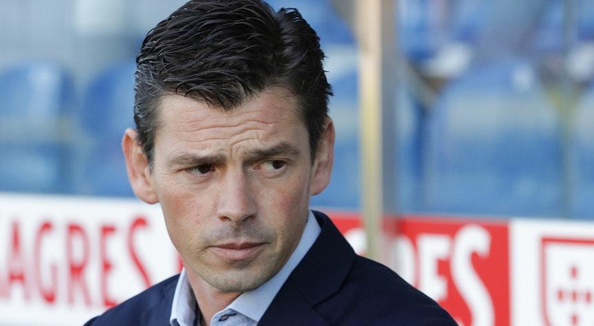 O treinador resistiu até poder mas acabou por rescindir com o D. Aves SAD