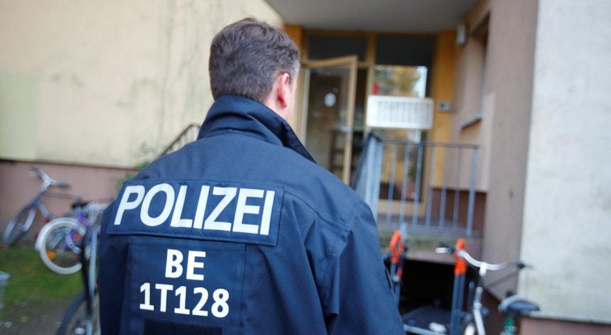 A polícia realizou buscas em 13 locais ligados aos suspeitos em seis Estados alemães