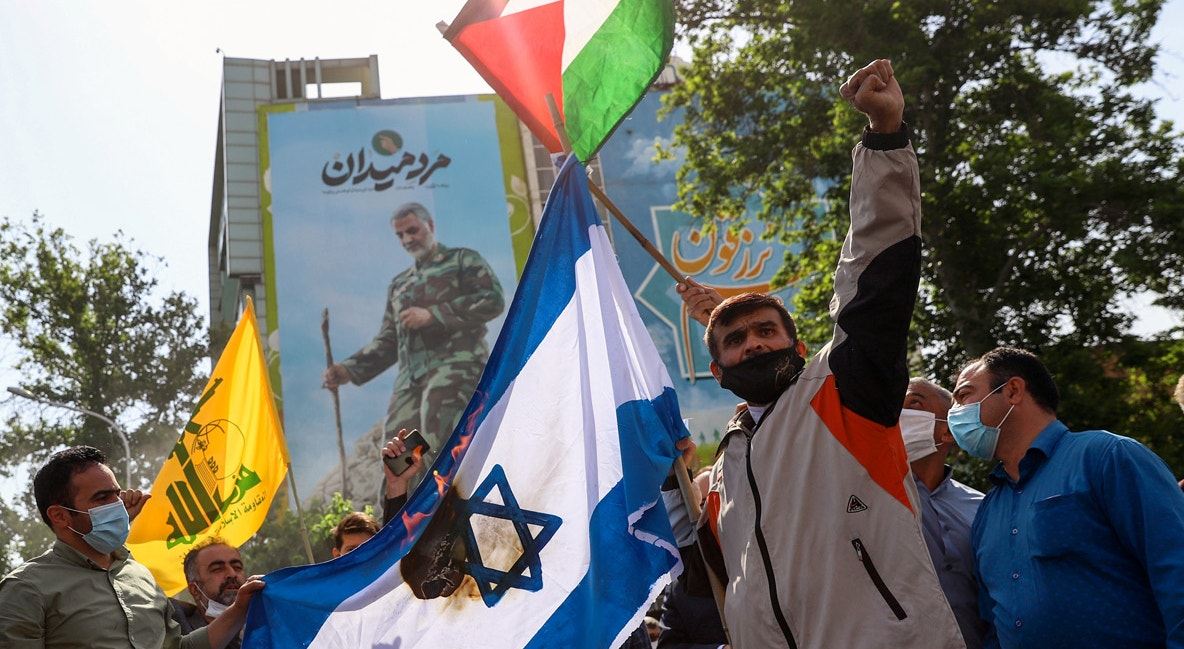 Irão. Durante a marcha anual que assinala o Dia de Jerusalém, em Teerão. Queimam uma bandeira israelita | Majid Asgaripour/WANA - Reuters