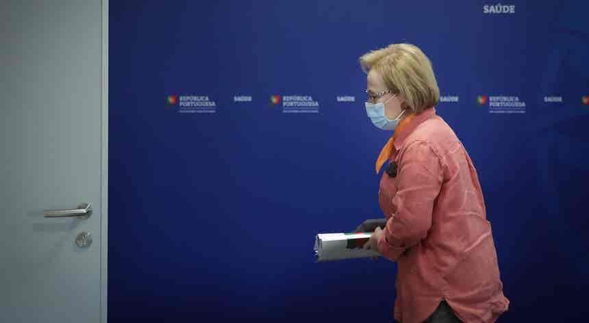 DGS vai recomendar uso de máscara em espaços públicos movimentados