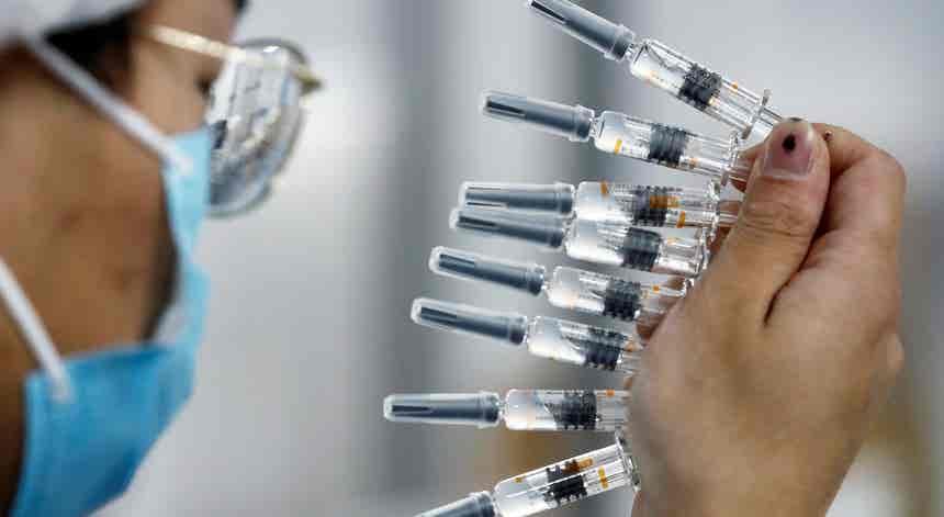Empresas em Portugal preparam chegada e distribuição das vacinas