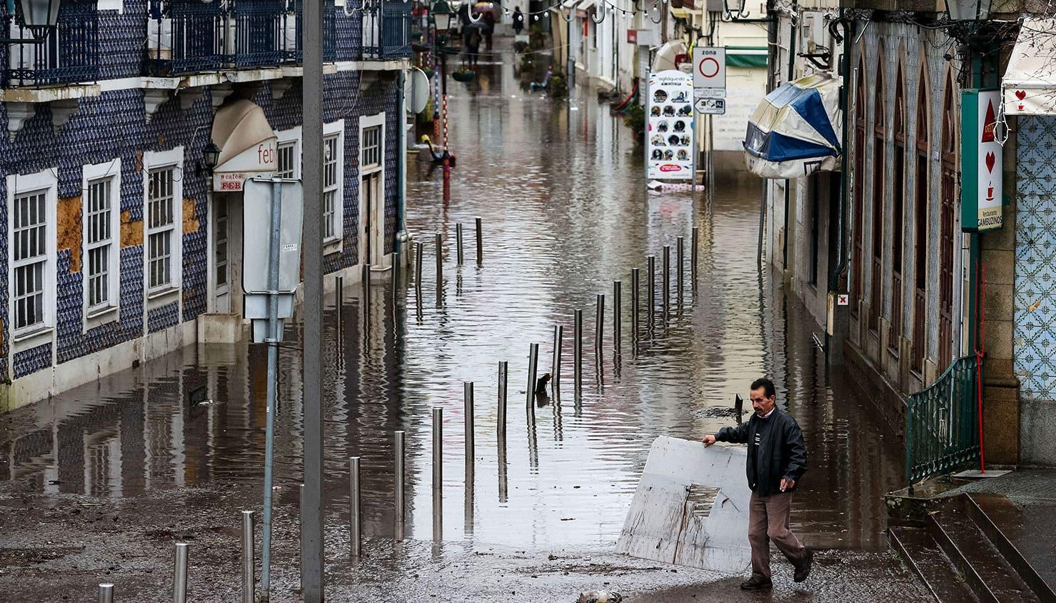 A subida do nível da água do rio Águeda devido à chuva forte provocada pela depressão Elsa provocou a inundação da zona ribeirinha de Águeda | Paulo Novais - Lusa