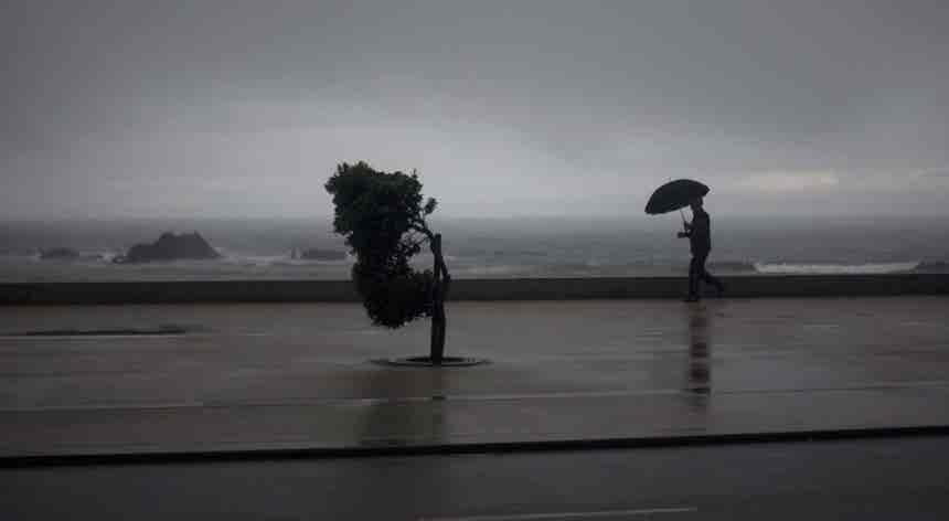 Vários distritos do continente sob aviso devido à chuva, vento e agitação marítima