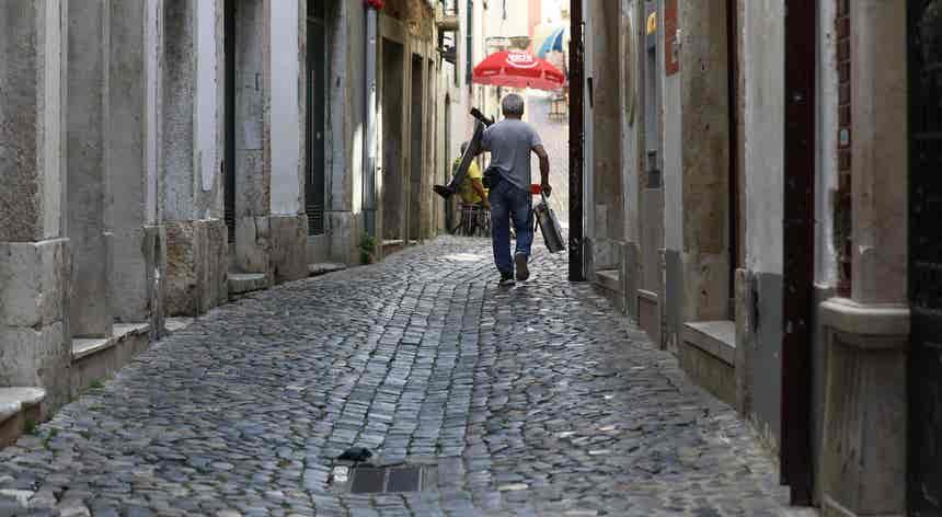 Especialistas acreditam que Portugal pode mesmo ter de recuar no desconfinamento