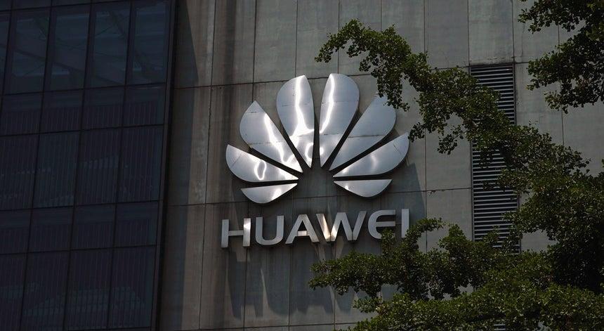 70f29fd353a0 Vendas da Huawei sobem mais de 23% apesar de pressão dos Estados Unidos