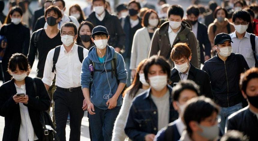 """Os japoneses vão ser """"convidados"""" a moderarem a circulação por mais duas semanas"""