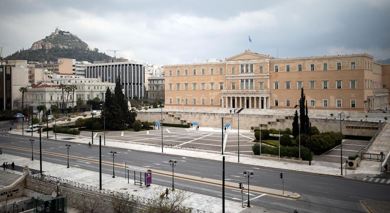 Rua em frente ao Parlamento grego em Atenas / Alkis Konstantinidis - Reuters